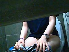 Versteckte Kamera auf dem Damenklo