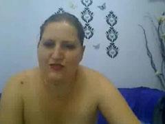 Dicke Schlampe pisst vor der Webcam