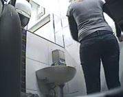 Echte Amateure heimlich beim Pinkeln gefilmt